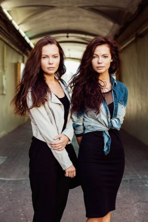 amateur photo 10/10 twins from Russia