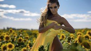 amateur photo Dasha in sunflower yellow