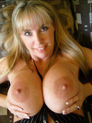amateur photo Very stacked Blonde MILF