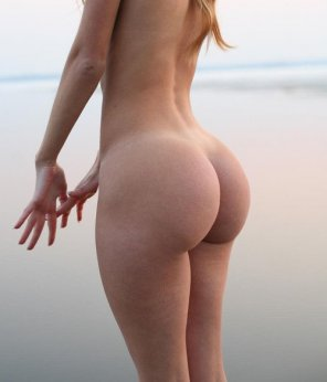 amateur photo sand on big booty