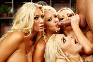 amateur photo Four blondes
