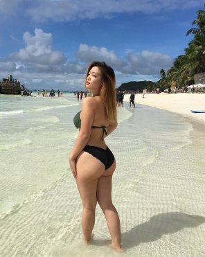 amateur photo Filipina bikini booty