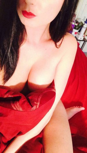 amateur photo Red Lipstick and Sheets