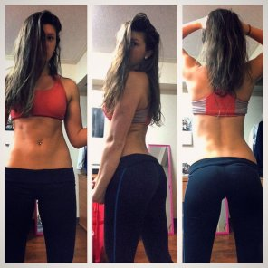 amateur photo Making progress in her yoga pants