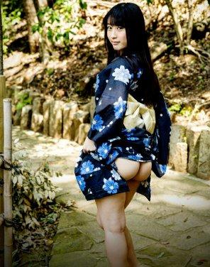 amateur photo Kimono girl