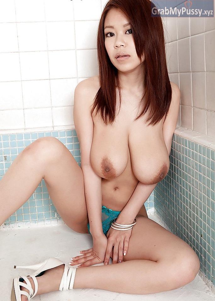 Did brie bella get a boob job