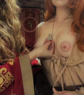 amateur photo Cersei [f]eels like teaching Sansa a lesson...