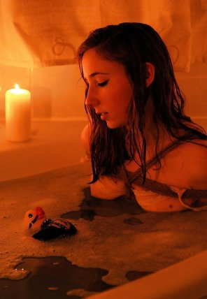 amateur photo Romantic bath