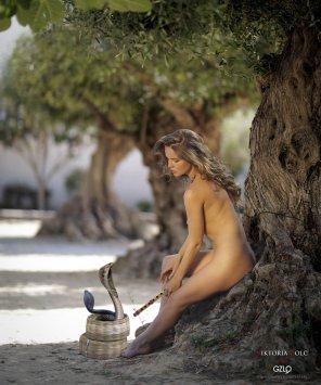 amateur photo Kristina Yakimova sexy snake handler