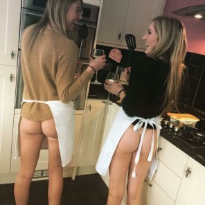 amateur photo Cooking girls