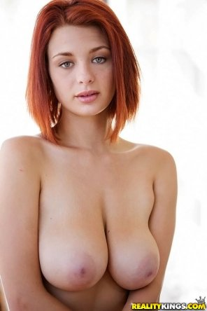 amateur photo Lovely Jessica Robbin's tits