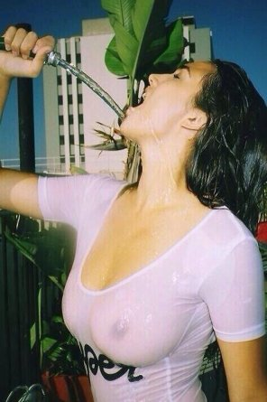 amateur photo Wet T-shirt