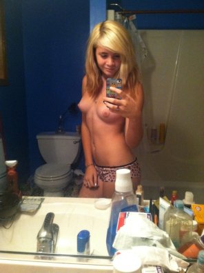 amateur photo Tiny tits bathroom selfie