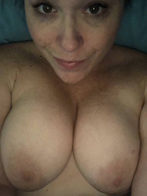 amateur photo A smirk and tits for this rainy day?