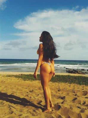 amateur photo Brazilian beach babe