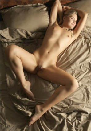 amateur photo Sprawled on the bed