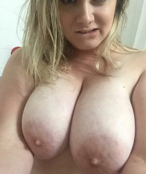 amateur photo Friday titties!