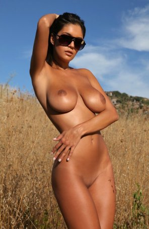 amateur photo Tanned in a field