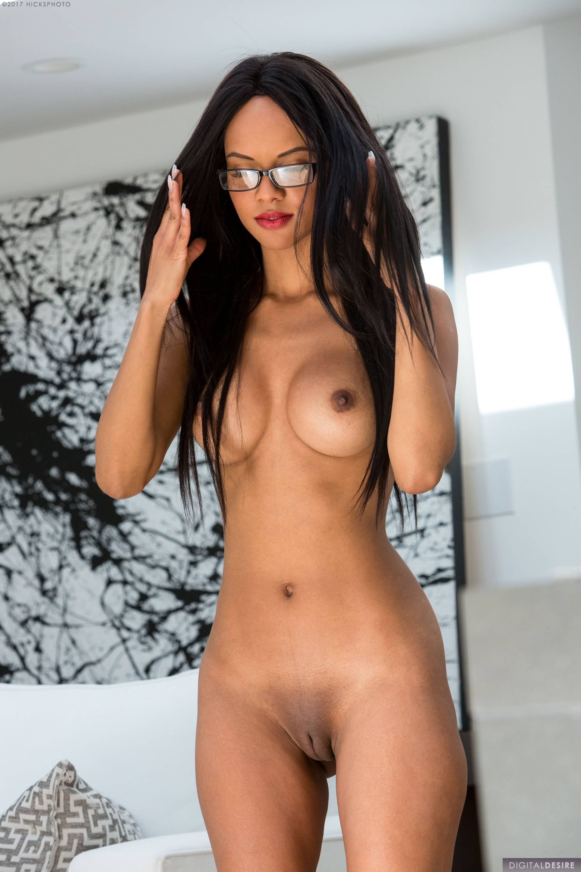 Nude lee Abbey Lee