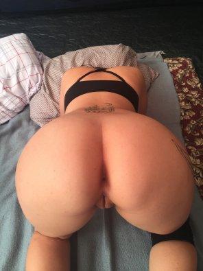 amateur photo Original Content[19F] Taste my big ass [OC]