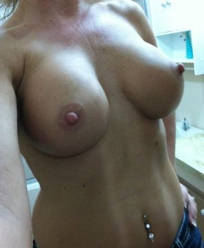 amateur photo Topless milf