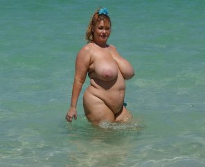 amateur photo The goddess, Samantha38G, wading in the crystal blue water
