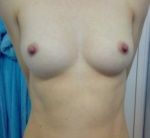 amateur photo Average boobs