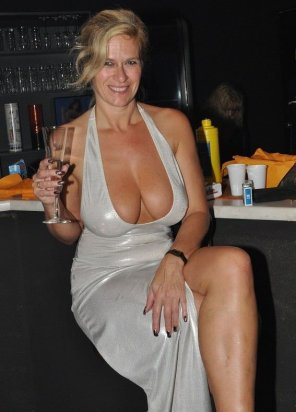 amateur photo MILF with a nice rack