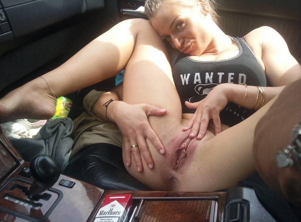 Pussy in the car - XXX Sex Photos