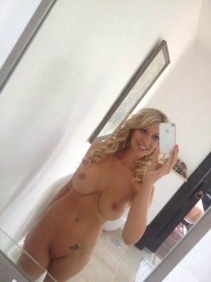 amateur photo PictureGorgeous blonde, nice tits, shaved pussy!