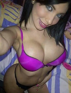 amateur photo Pink bra selfie