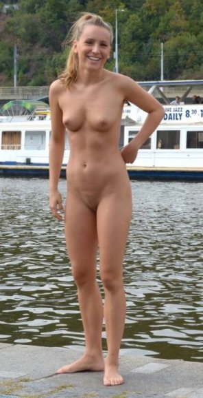 amateur photo Nude down by the river