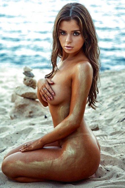 Beach babe Porn Photo