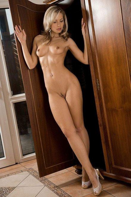 Long legs Porn Photo