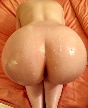 amateur photo His load on my big oiled butt