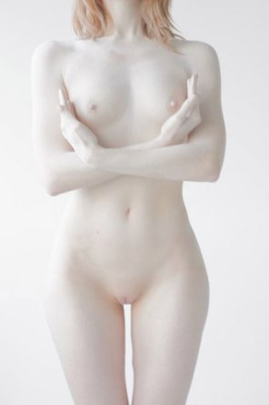 amateur photo Extreme Pale Girl