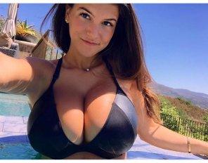 amateur photo Big Boob Bikini Babe