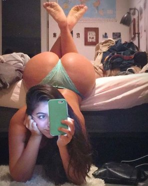 amateur photo PictureBooty Selfie Pose