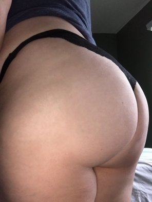 amateur photo Who's coming to my No Pants Party? 😜 [PAWG] [f]