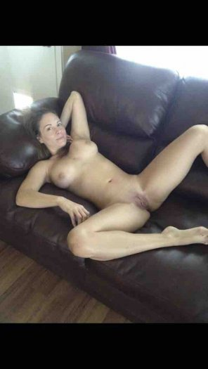 amateur photo presenting herself on the sofa.