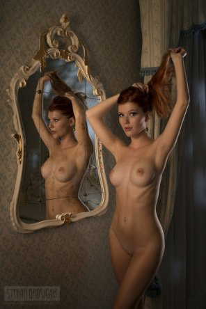 amateur photo Mia Sollis and a mirror