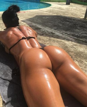 amateur photo sun and ass