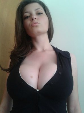 amateur photo Quite the cleavage