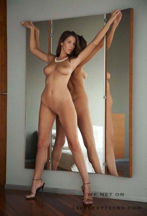 amateur photo Sexy brunette big tits hot model body