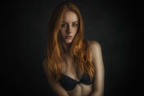 amateur photo Red hair, black bra.