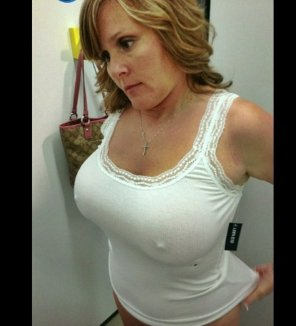 amateur photo Perky Milf in the Changing room