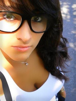 amateur photo Girls with glasses have them bigger