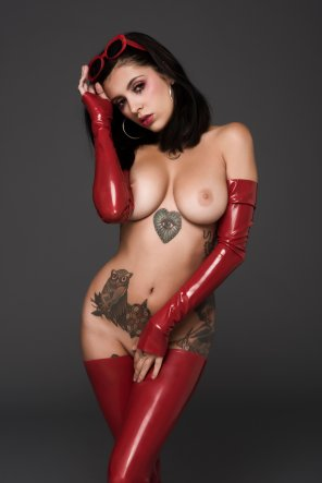 amateur photo Coralinne in latex