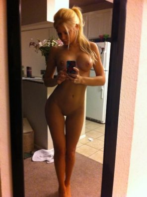 amateur photo Riley Steele in her kitchen