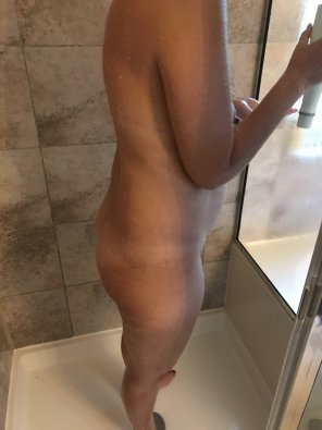 amateur photo Shower bump